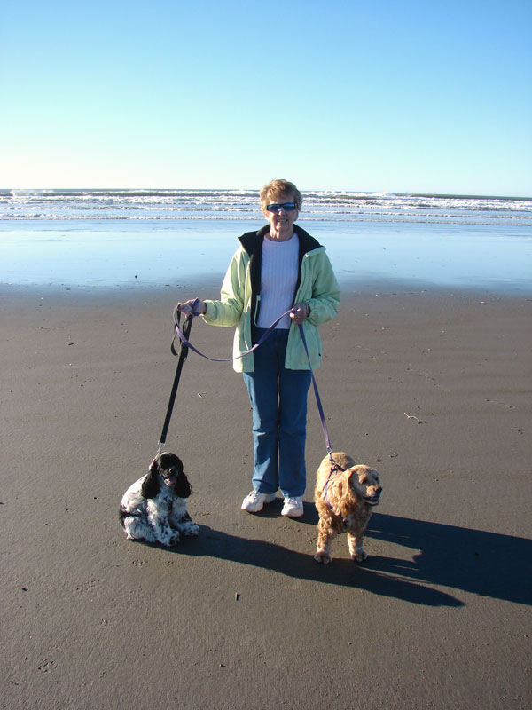 Shannon-and-Dogs-at-Beach4